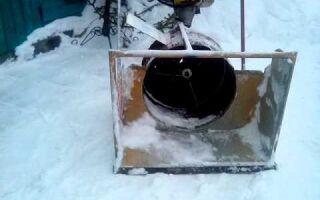 Снегоуборщик из газонокосилки, которая может убирать не только траву, но и снег