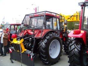 Трехточечная навесная система для трактора