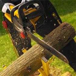 Электрическая пила по дереву