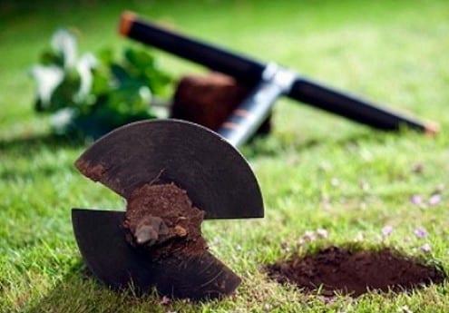 Как выбрать ручной садовый бур?