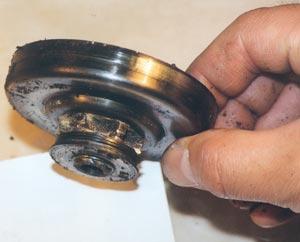 Как менять шестерню электропилы?