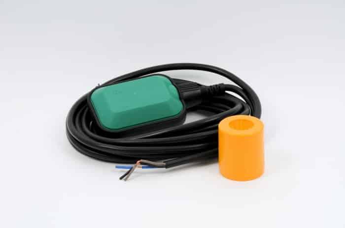 Как подключить поплавковый выключатель к насосу?