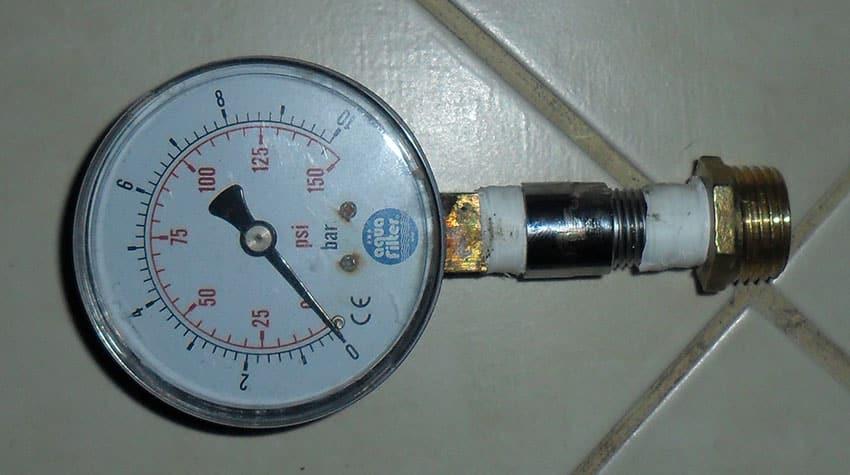 Регулятор давления для воды с манометром
